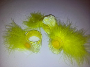Serviettenringe gelb m.Federn / napkin rings yellow with feathers