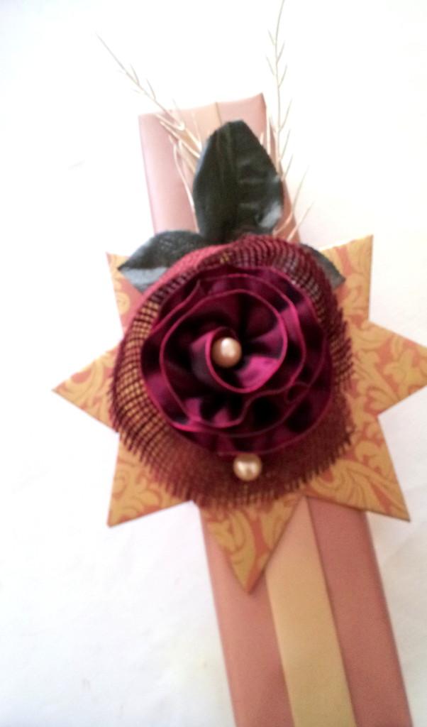 61  Päck.2 alternativ - asym.Rosettennrose m.Perlen,Goldzweig,Blättern auf Stern