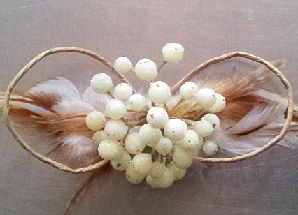 Papierschleife mit kl.gefrosteten Beeren / paper bow with small frosted berries