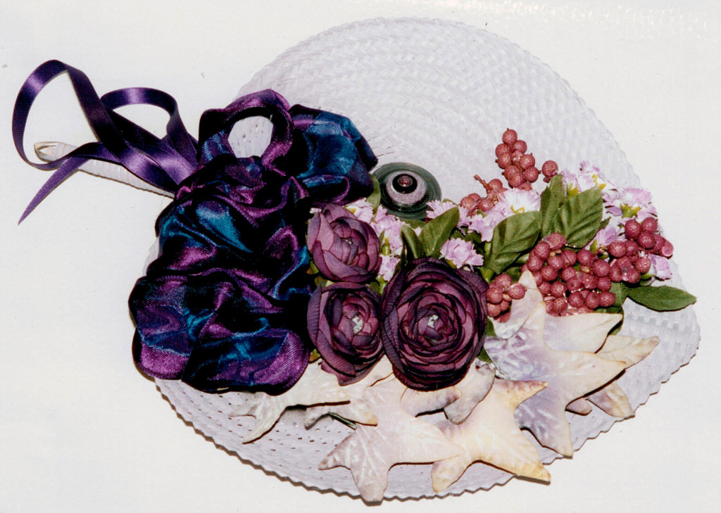 arrangement can be used as `tray´ for a gift, as a plate decor etc.