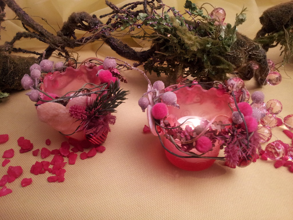 candle holder - pink glass & little winter wreaths