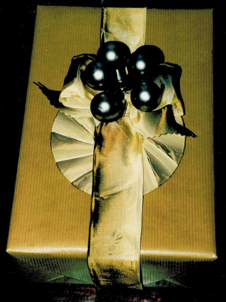 flexible cardboard ring with glass berries 2  (later useful for other decor)