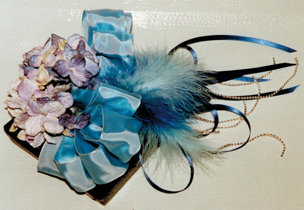 silk hydrangea, large satin bow,feathers, pearl strings & small satin stripes   PIN BLOG