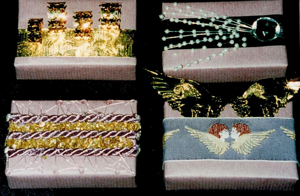 4 small designs lila & gold