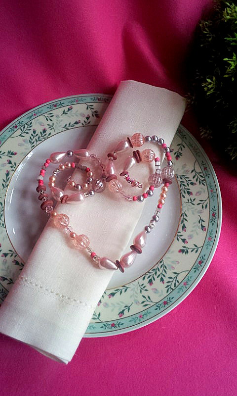 12.10.13 napkin decor heart of faux pearls 4 PIN
