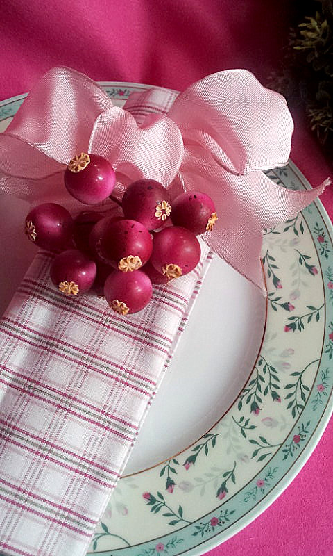 napkin decor bow and berries