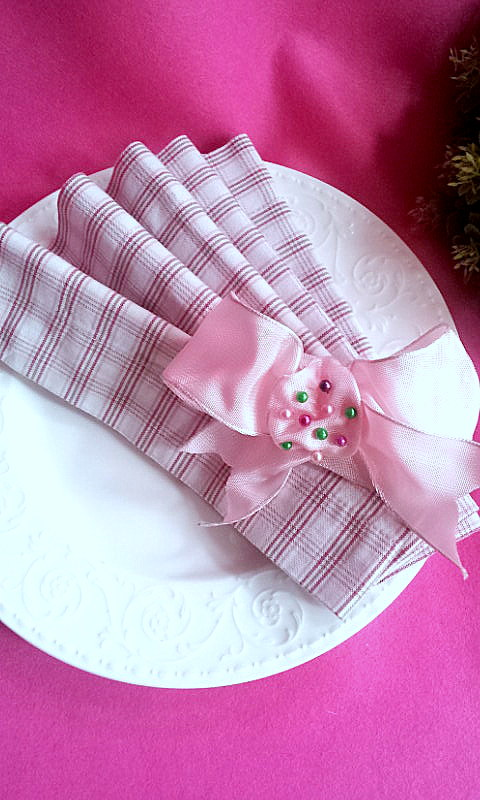 napkin deco bow and needles