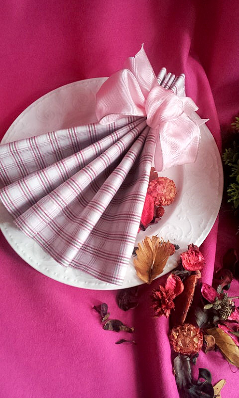 napkin decor with satin bow and potpourri