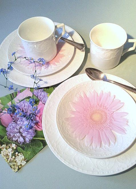 2 spring table detail with notepad