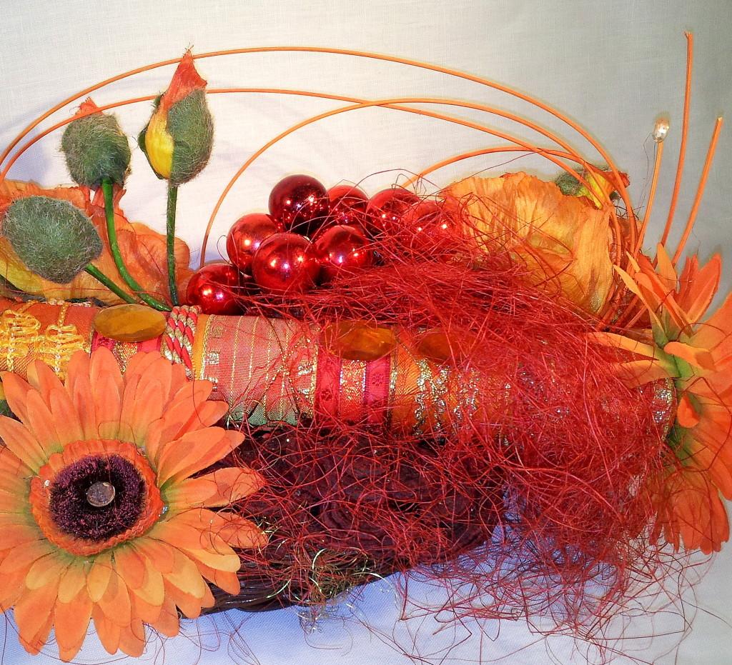 Gesteck orange m.Glasbeeren