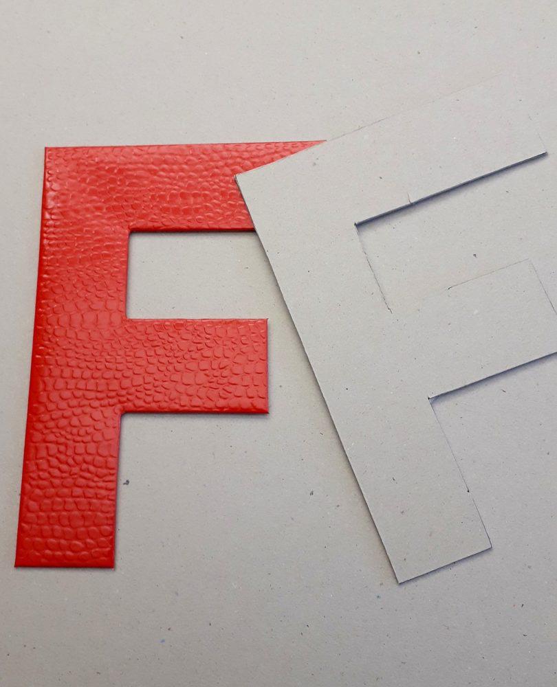 01.10.17 Tisch Rot m.Monogr 1 BLOG