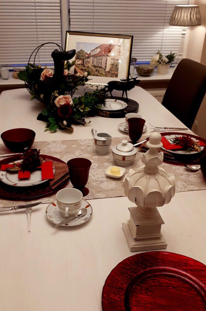 01.10.17 Tisch Rot m.Monogr 11 BLOG