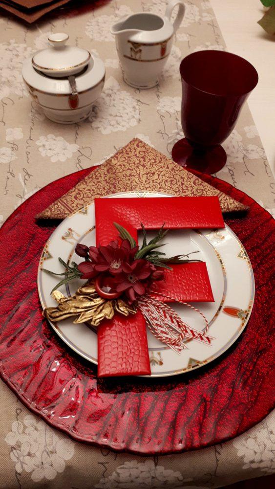 01.10.17 Tisch Rot m.Monogr 17 BLOG