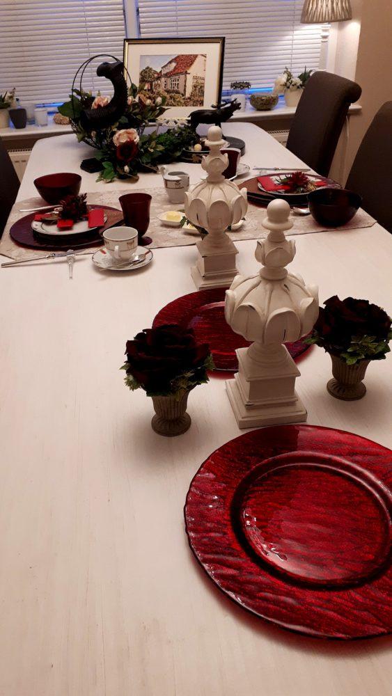 01.10.17 Tisch Rot m.Monogr 18 BLOG