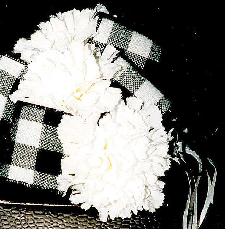 bow loops & carnations BLOG
